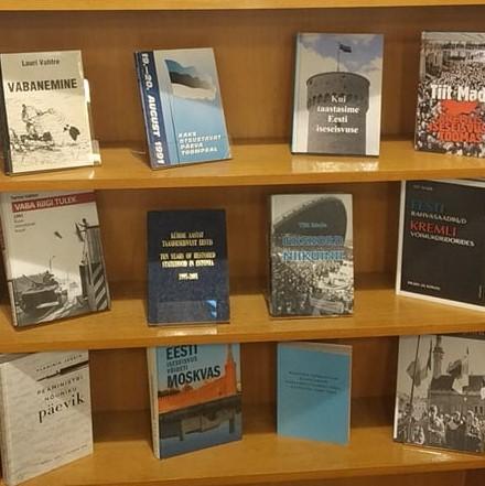 """Raamatunäitus """"30 aastat Eesti Vabariigi taasiseseisvumisest"""""""